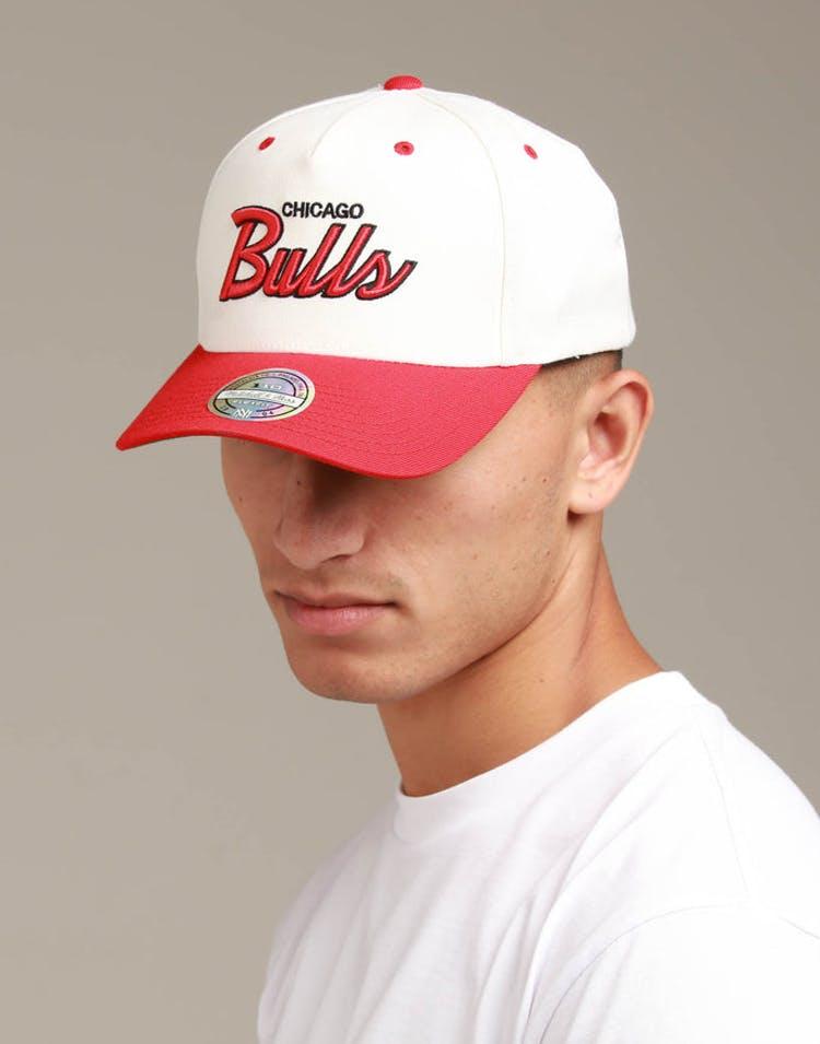 on sale 0fdae 6158e Mitchell   Ness Chicago Bulls Script 110 Snapback White Red – Culture Kings