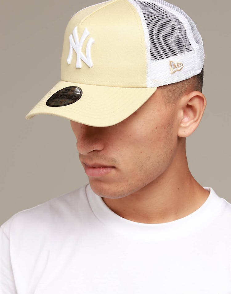 edc99207 New Era New York Yankees 9FORTY A-Frame Trucker Snapback Nude/White – Culture  Kings