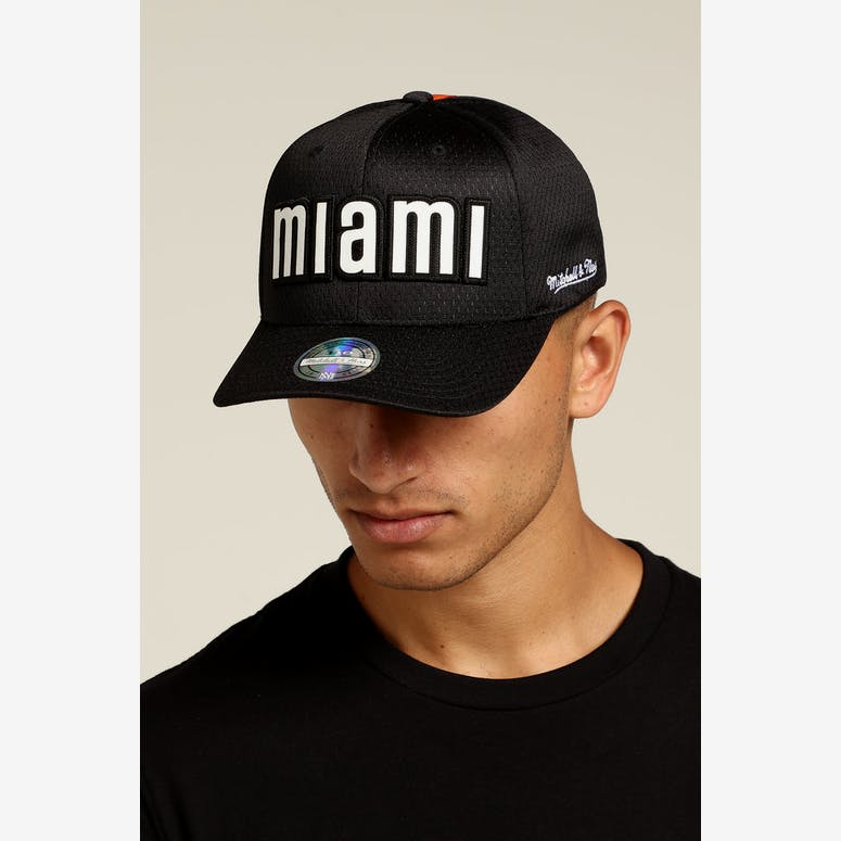 6cc86f483fada Mitchell   Ness Miami Heat Icon 110 Snapback Black White – Culture Kings