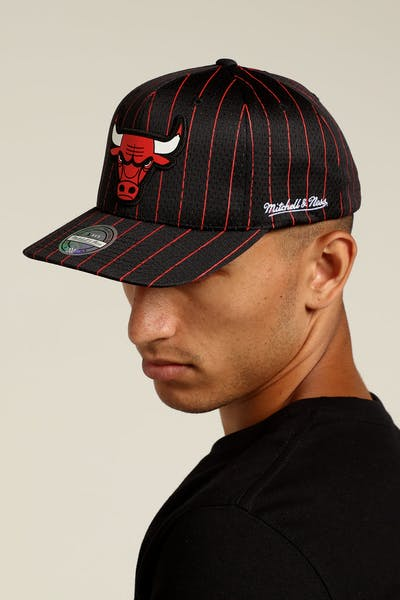 f6e385e231d Mitchell   Ness Chicago Bulls Icon 110 Snapback Black Red