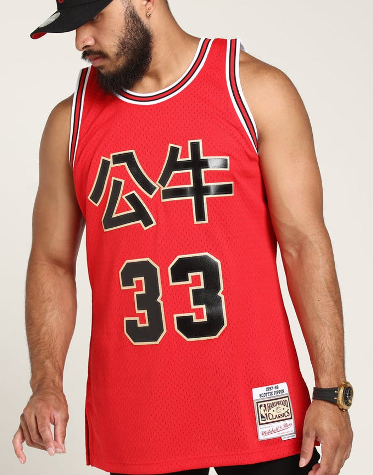 e695a8e11f5 Mitchell   Ness Chicago Bulls Scottie Pippen  33 Chinese NY Jersey Red –  Culture Kings