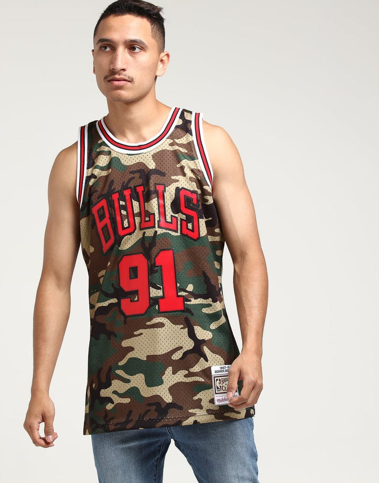 14115076b Mitchell & Ness Chicago Bulls Dennis Rodman #91 Swingman NBA Jersey Camo