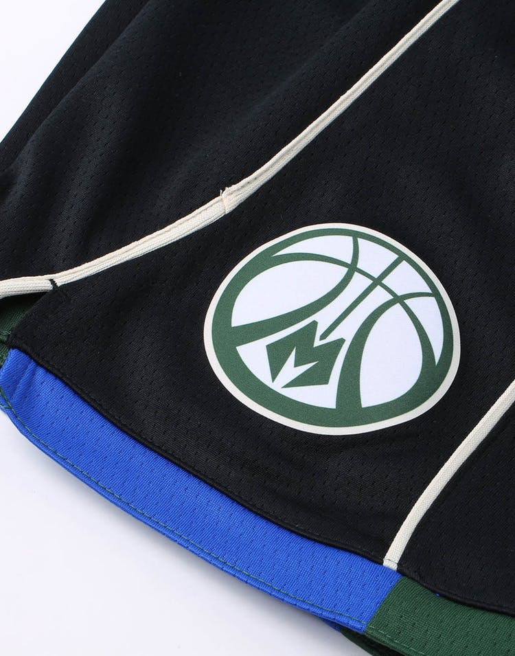 cd4afdc121c Nike Kids Milwaukee Bucks Statement Swingman Short Black – Culture Kings
