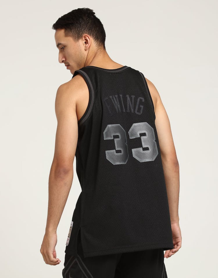 Mitchell & Ness New York Knicks Patrick Ewing #33 Swingman NBA Jersey Black
