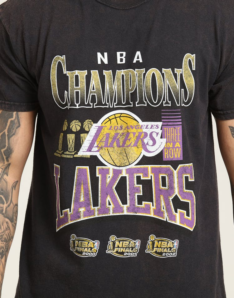 separation shoes 2850c 41edf Mitchell & Ness Kobe Bryant X Los Angeles Lakers Vintage Champ Tee Black