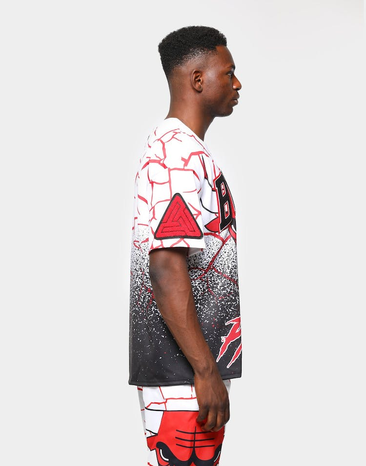 Black Pyramid Men's Chicago Bulls Logo Shirt White