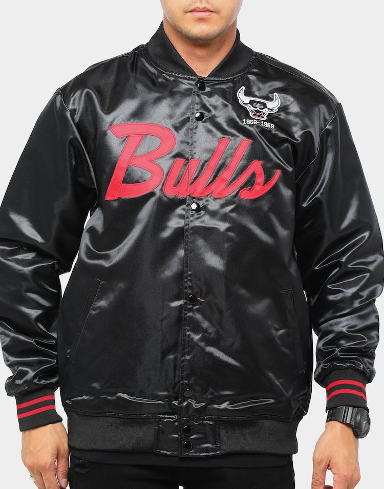 Mitchell & Ness Chicago Bulls Special Script Satin Jacket Black