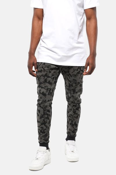 NIKE SPORTSWEAR TECH FLEECE CAMO TRACKPANTS BLACK/BLACK