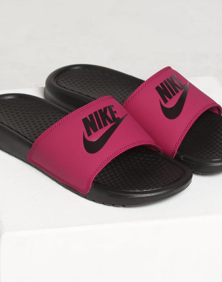 de052a649ee0 Nike WOMEN S BENASSI