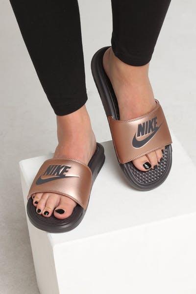 buy popular 46e37 d8074 Nike WOMEN S BENASSI