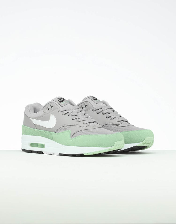 design intemporel d69eb f3ff0 Nike Air Max 1 Grey/White/Green