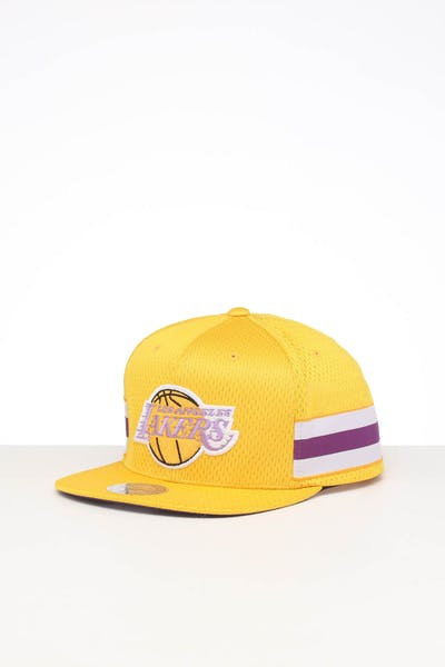 MITCHELL & NESS LOS ANGELES LAKERS SHORT STACK SNAPBACK YELLOW