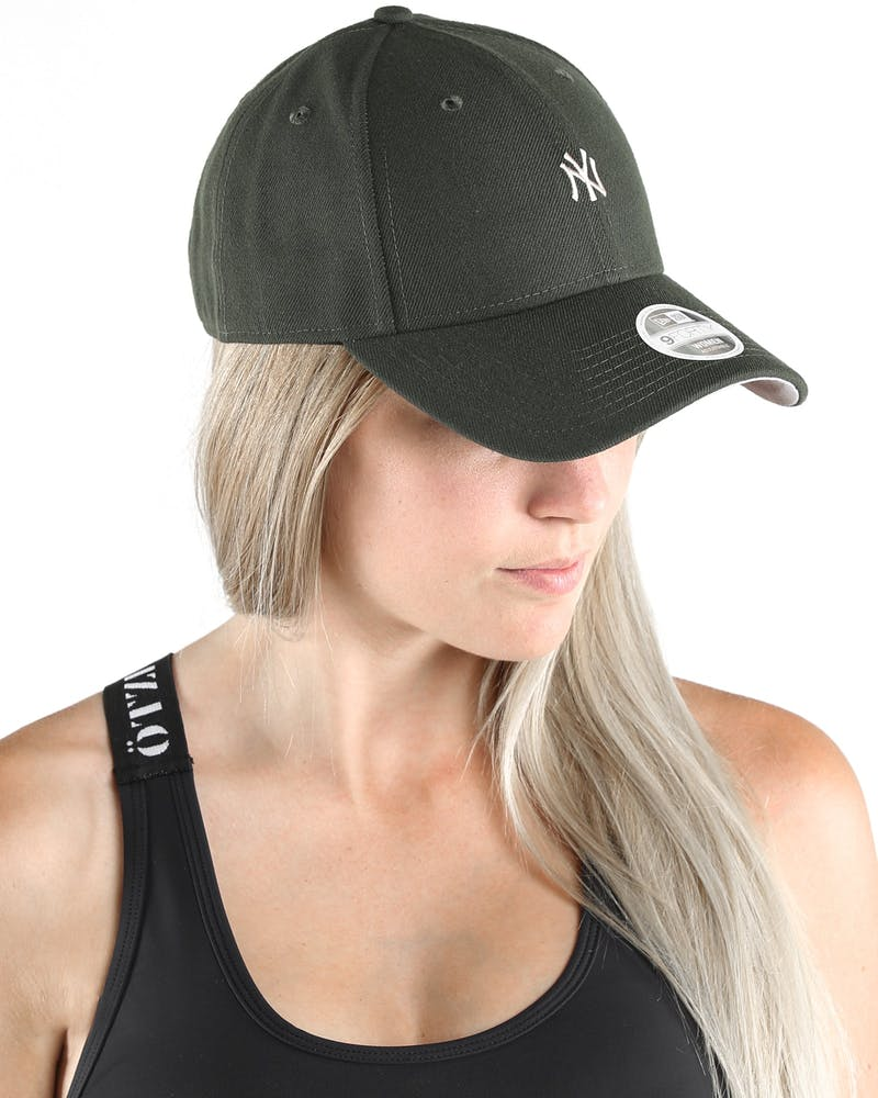 New Era Women's New York Yankees Season 9FORTY Snapback Dark Green