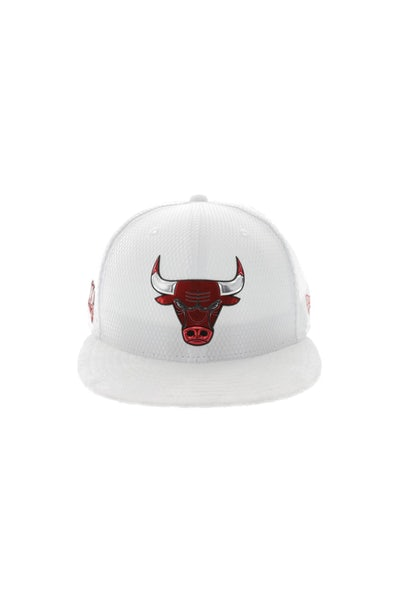 New Era Chicago Bulls 9FIFTY On-Court Collection Draft Snapback White