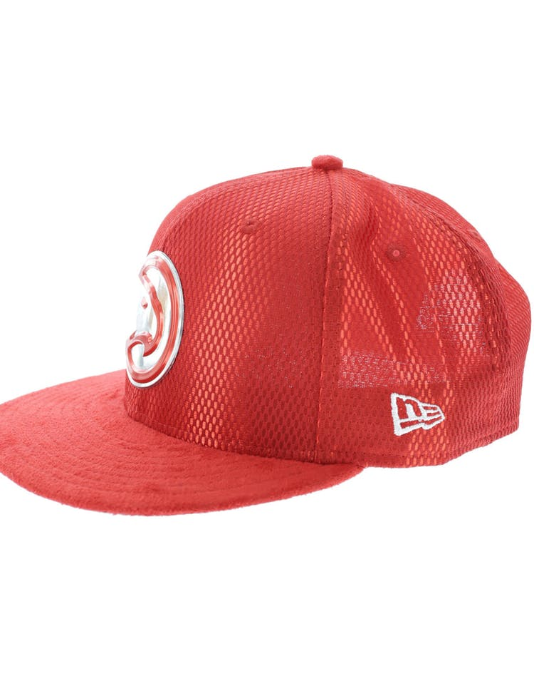the best attitude 630b8 fac63 New Era Atlanta Hawks 9FIFTY On-Court Collection Draft Snapback Red