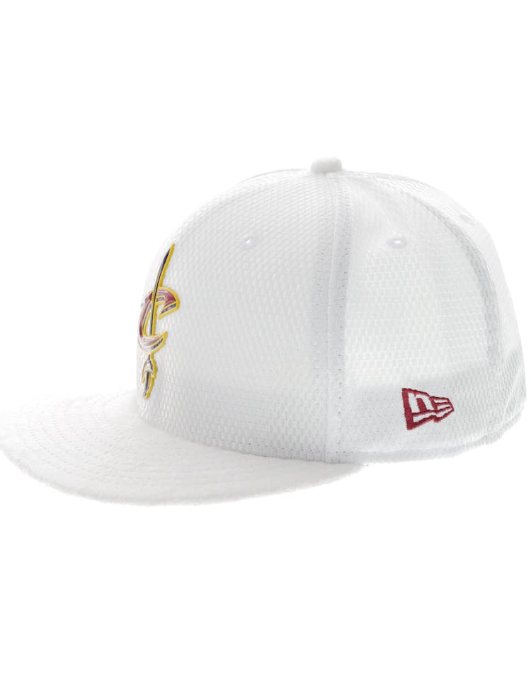 7a6616e5 New Era Cleveland Cavaliers 59FIFTY Fitted On-Court Collection Draft White