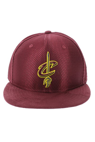 pretty nice f5b1c 1ddf5 New Era Cleveland Cavaliers 59FIFTY On-Court Collection Draft Burgundy