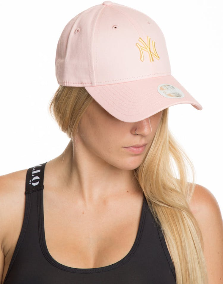 bce3428ec20 New Era Women s New York Yankees 9FORTY Strapback Pink – Culture Kings