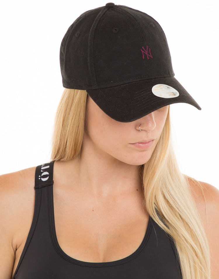 312aa121785f6 New Era Women s New York Yankees 9FORTY Strapback Washed Black – Culture  Kings