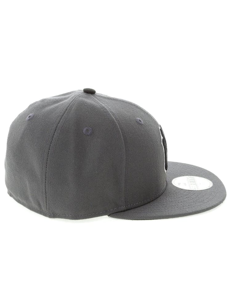 the best attitude 40b4e 478b3 New Era New York Yankees 59FIFTY Fitted Graphite