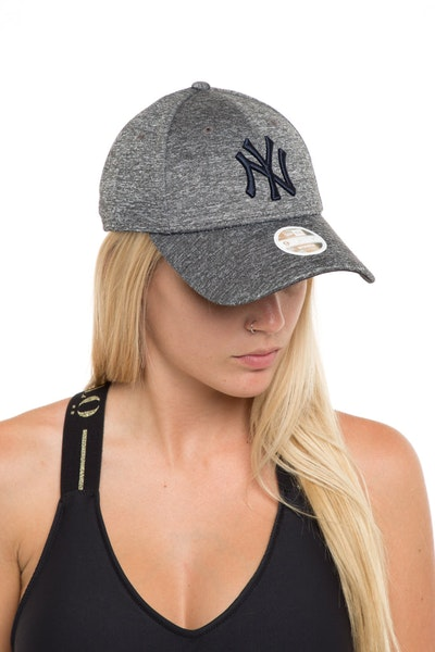 New Era Women's New York Yankees 940 Strapback Shadow
