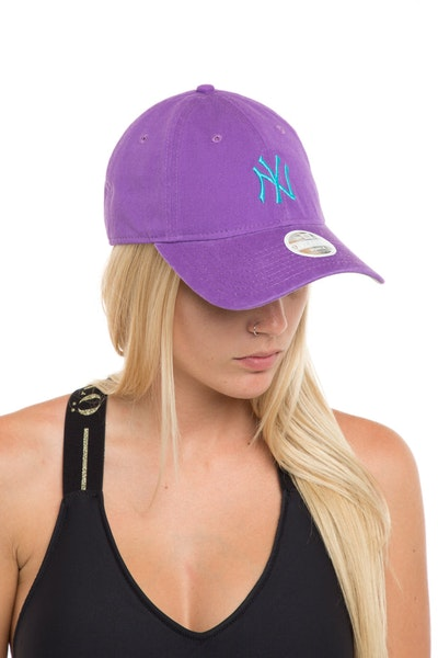 New Era Women's New York Yankees 920 Strapback Purple