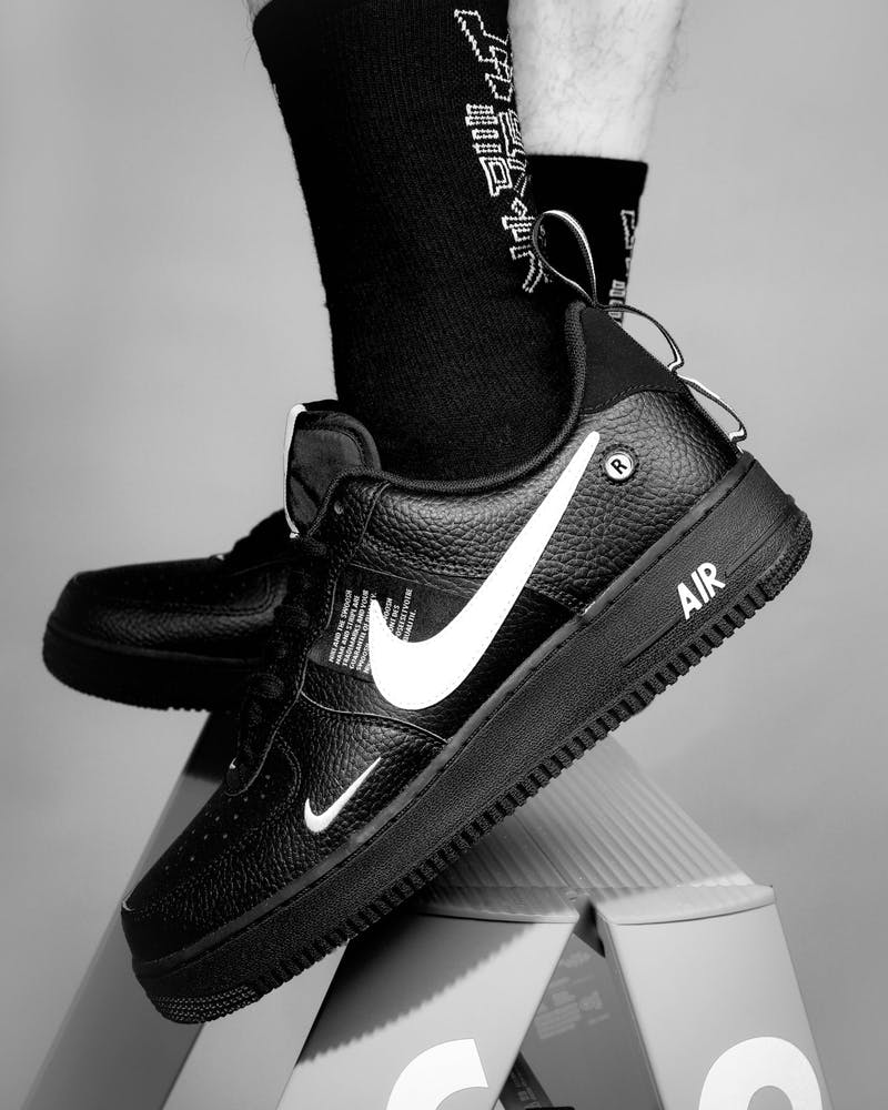 anfitrión entrada Patético  Nike Air Force 1 '07 LV8 Utility Black/White | Culture Kings