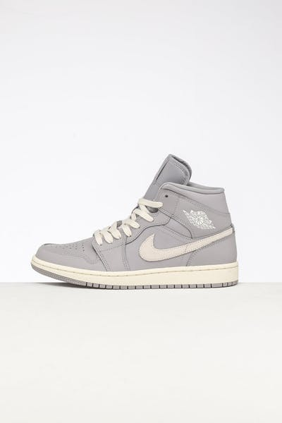 buy popular 46b78 ca804 Jordan Women s Air Jordan 1 Mid Atmosphere Grey Pale Ivory ...