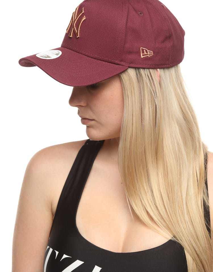 960ce24cf2eb3 New Era Women s New York Yankees 9FORTY A-Frame Strapback Maroon Rose –  Culture Kings