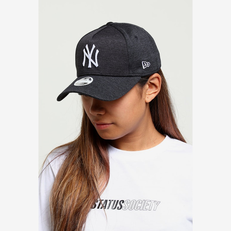 New Era Women's New York Yankees CK 9FORTY A-Frame Tech Strapback Navy Shadow
