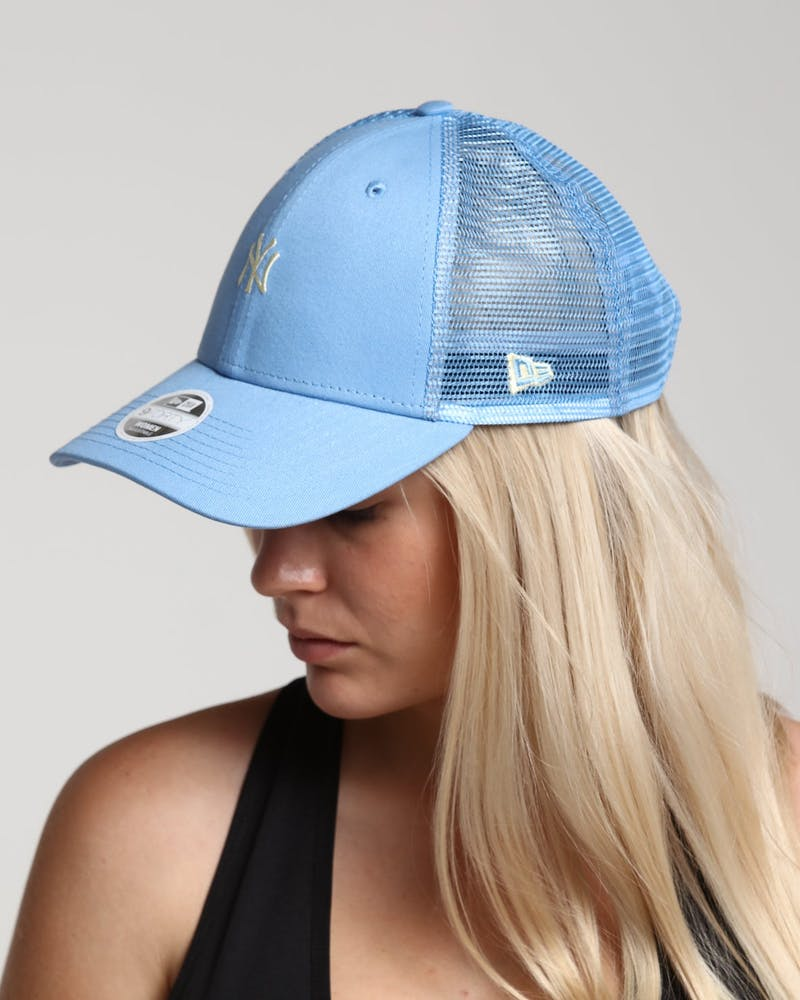 New Era Women's New York Yankees 9FORTY Cloth Trucker Pastel Blue
