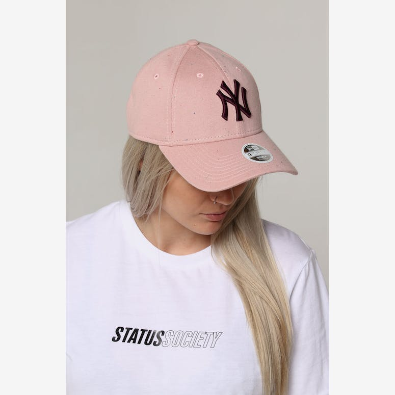 New Era Women s New York Yankees 9FORTY Cloth Strapback Pink – Culture Kings ffd121ec912