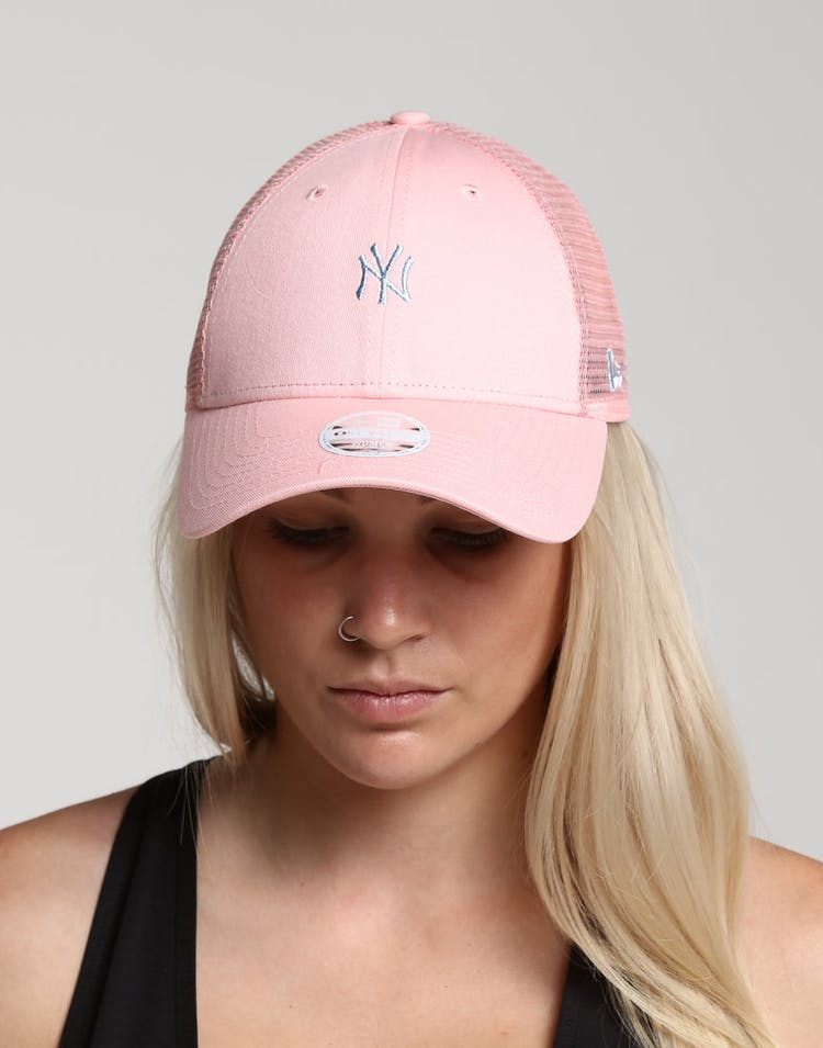 New Era Women's New York Yankees 9FORTY Cloth Trucker Pink