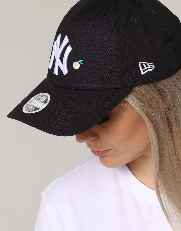 24ebe1bbe946f New Era Women s New York Yankees 9FORTY CL Fruit Strapback Navy – Culture  Kings
