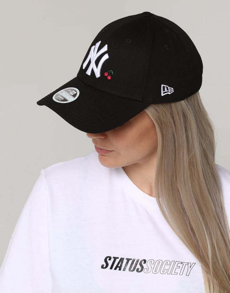 a19ec5a7e2e3e New Era Women s New York Yankees 9FORTY CL Fruit Black – Culture Kings