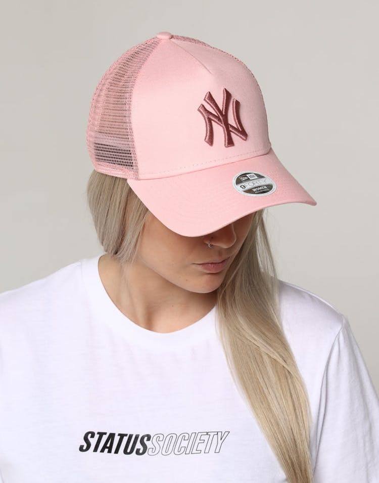 947d4f9b78d New Era Women s New York Yankees 9FORTY A-Frame Trucker Pastel Pink –  Culture Kings