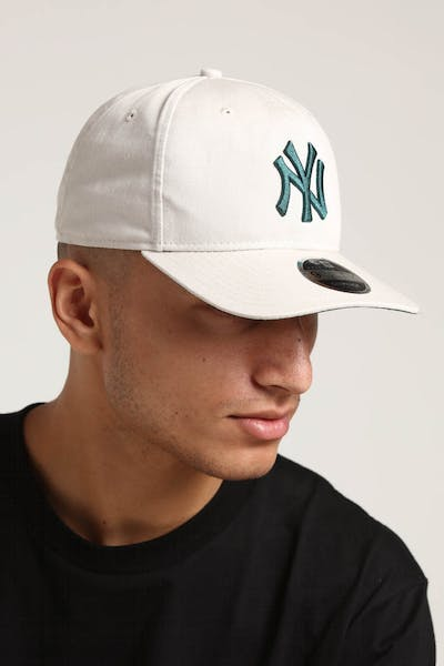 New Era New York Yankees 9FIFTY Original Fit Precurved Snapback Stone