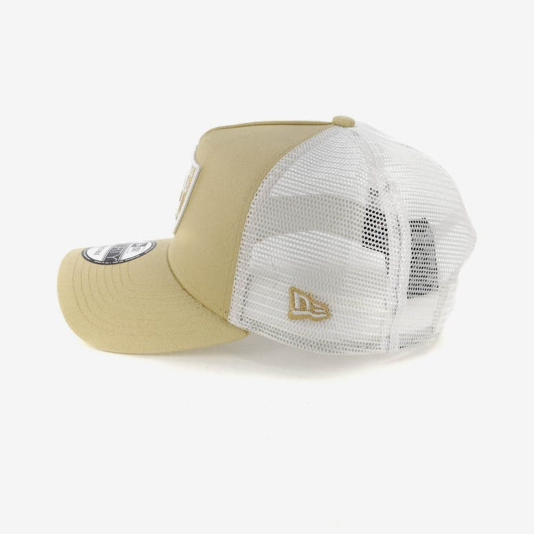 New Era Raiders 9FORTY A-Frame Trucker Snapback Nude/White