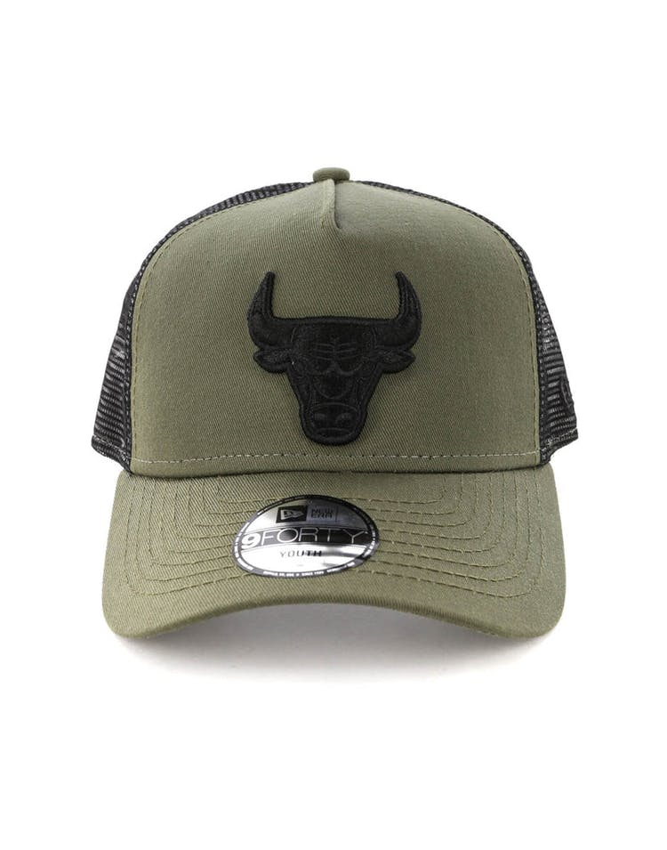af82e7f36c9aa8 New Era Youth Chicago Bulls 9FORTY A-Frame Trucker Snapback Olive Blac –  Culture Kings