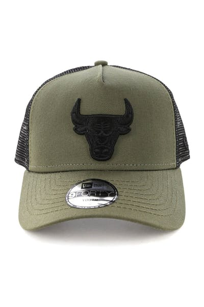 watch c4d03 3c21a New Era Youth Chicago Bulls 9FORTY A-Frame Trucker Snapback Olive Black ...