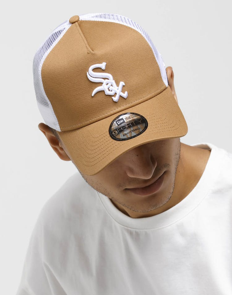 154604aecfe New Era Chicago White Sox 9FORTY A-Frame Trucker Snapback Wheat White –  Culture Kings
