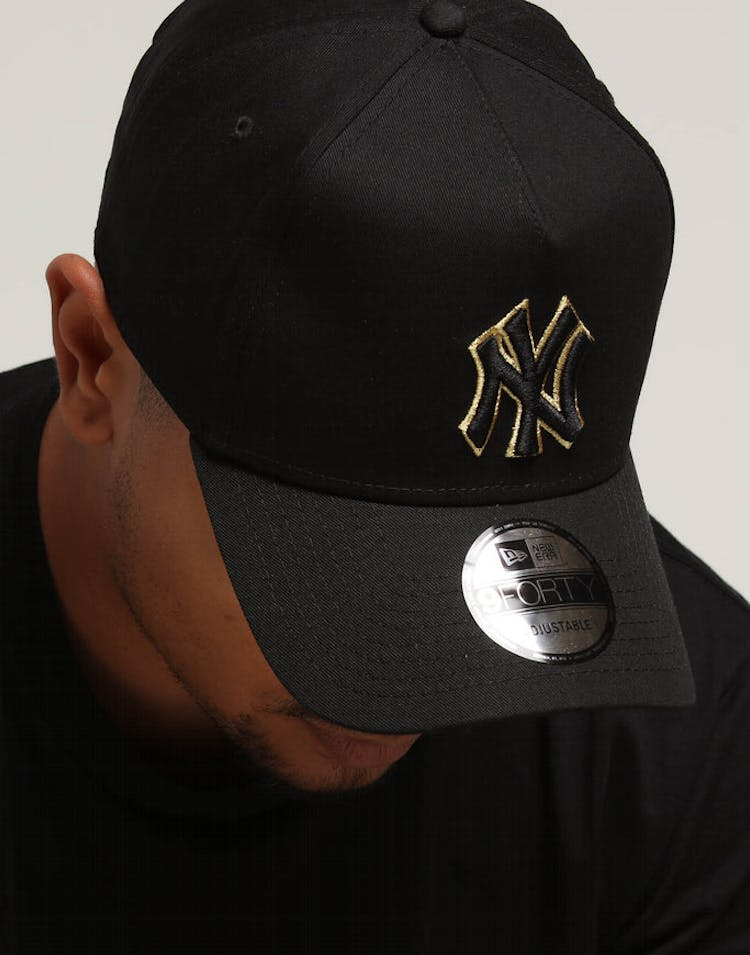 37311f688 New Era New York Yankees 9FORTY A-Frame Snapback Outline Black/Gold –  Culture Kings