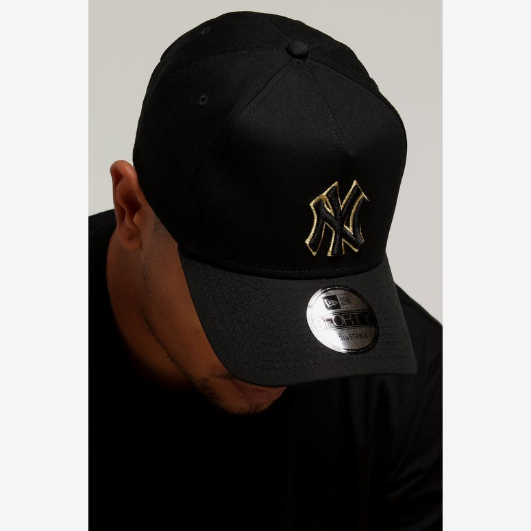 New Era New York Yankees 9FORTY A-Frame Snapback Outline Black Gold – Culture  Kings 06ac5ed41