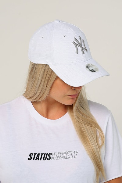 New Era Women's New York Yankees 9FORTY CL Strapback White