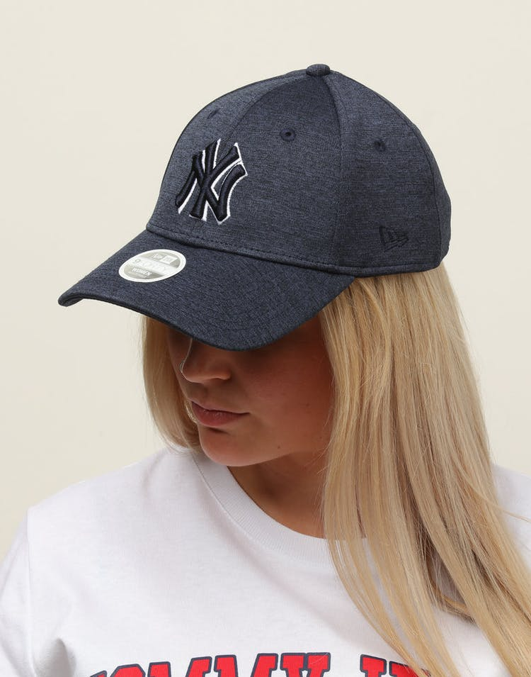 competitive price 4395c 3d6b6 New Era Women s New York Yankees 9FORTY Cloth Buckle Strapback Navy