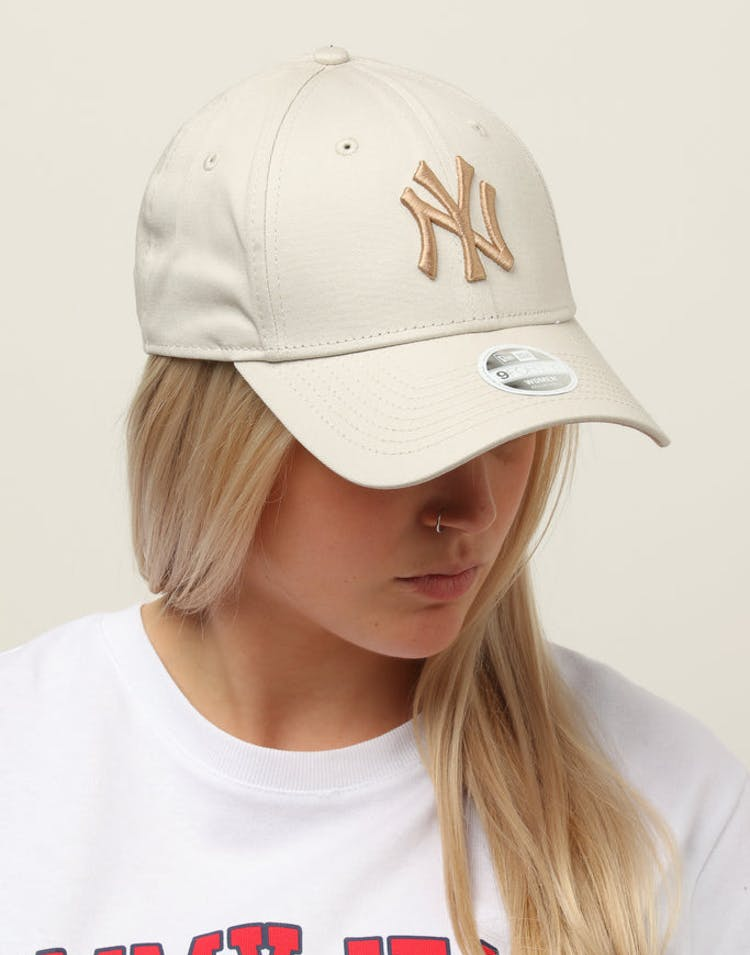 quality design ab62a a341d New Era Women s New York Yankees 9FORTY Cloth Buckle Strapback Stone –  Culture Kings