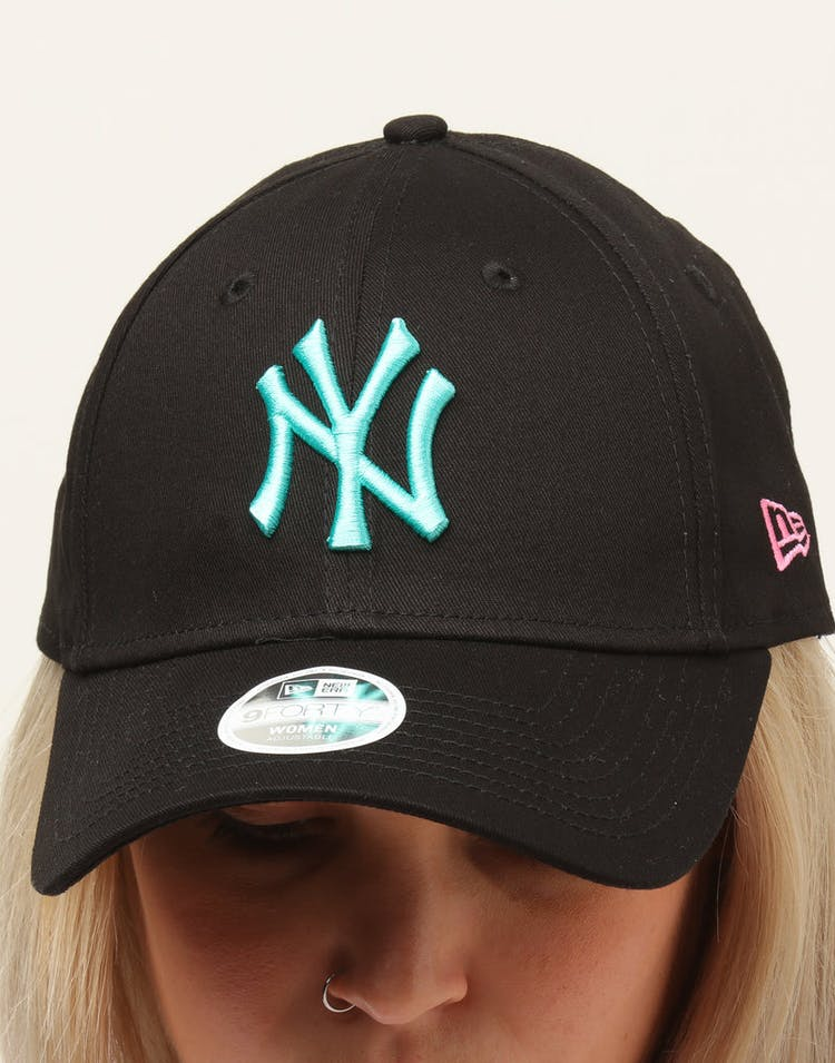 online retailer bf5da 02295 New Era Women s New York Yankees 9FORTY Cloth Buckle Strapback Black