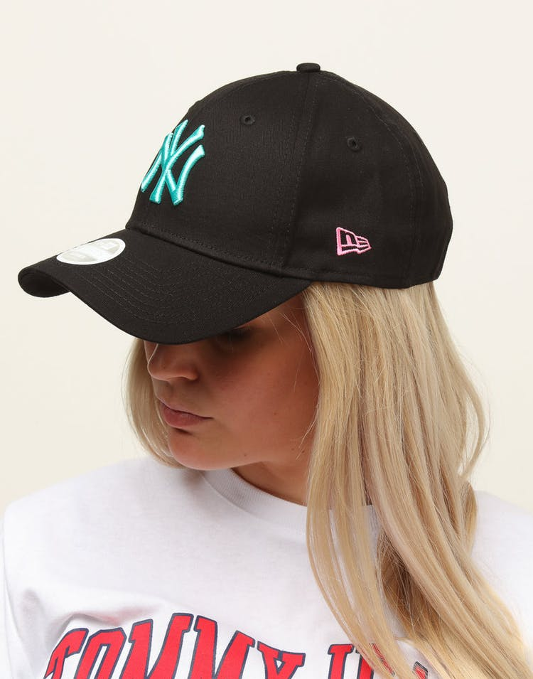 a96d7483 New Era Women's New York Yankees 9FORTY Cloth Buckle Strapback Black –  Culture Kings