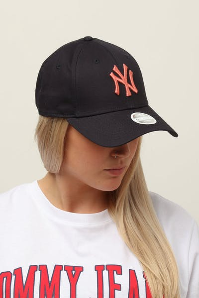 e3c6718a432eb New Era Women s New York Yankees 9FORTY Cloth Buckle Strapback Navy Bronze