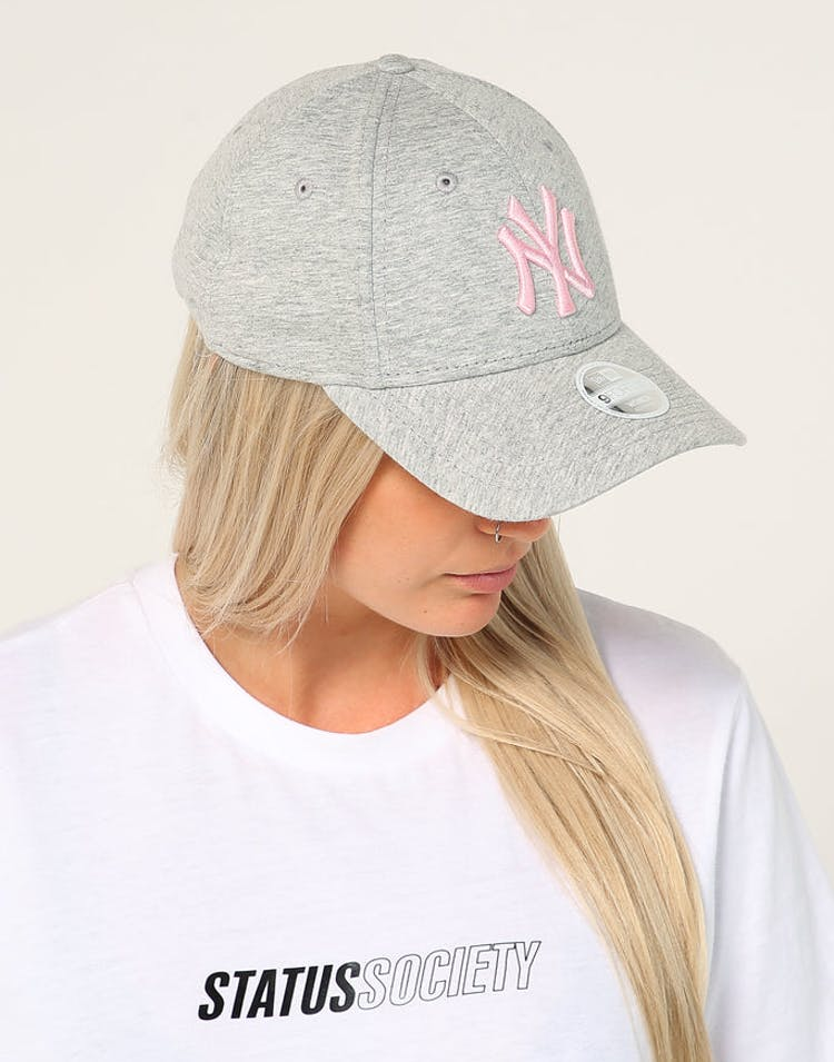 newest 0840b c749f New Era Women s New York Yankees 9FORTY CL Strapback Heather Grey – Culture  Kings